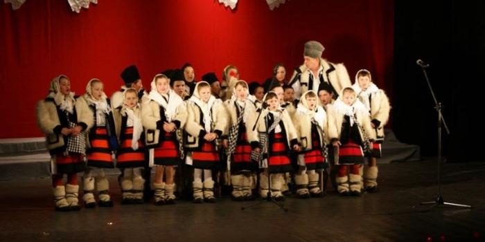 """Spectacol Caritabil """"AJUTĂ PENTRU A FI AJUTAT"""" – Decembrie 2011"""