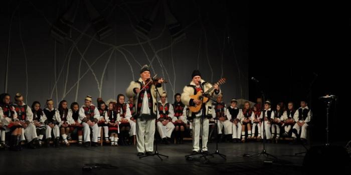 """Spectacol caritabil """"AJUTĂ PENTRU A FI AJUTAT"""" – Decembrie 2012"""